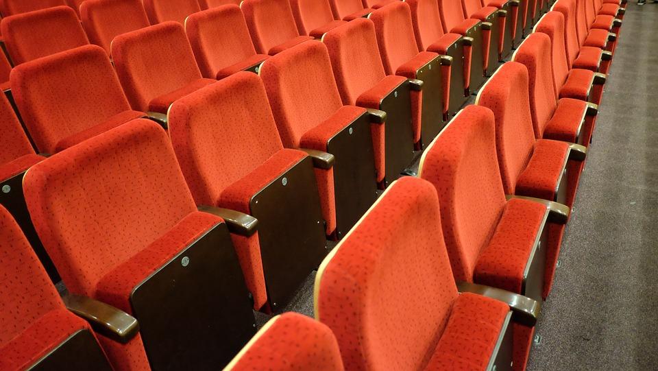 empty cinema due to corona