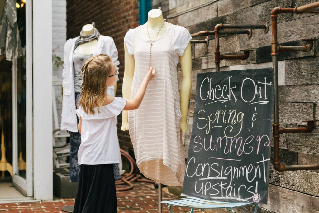 local consignment stores accept old clothes