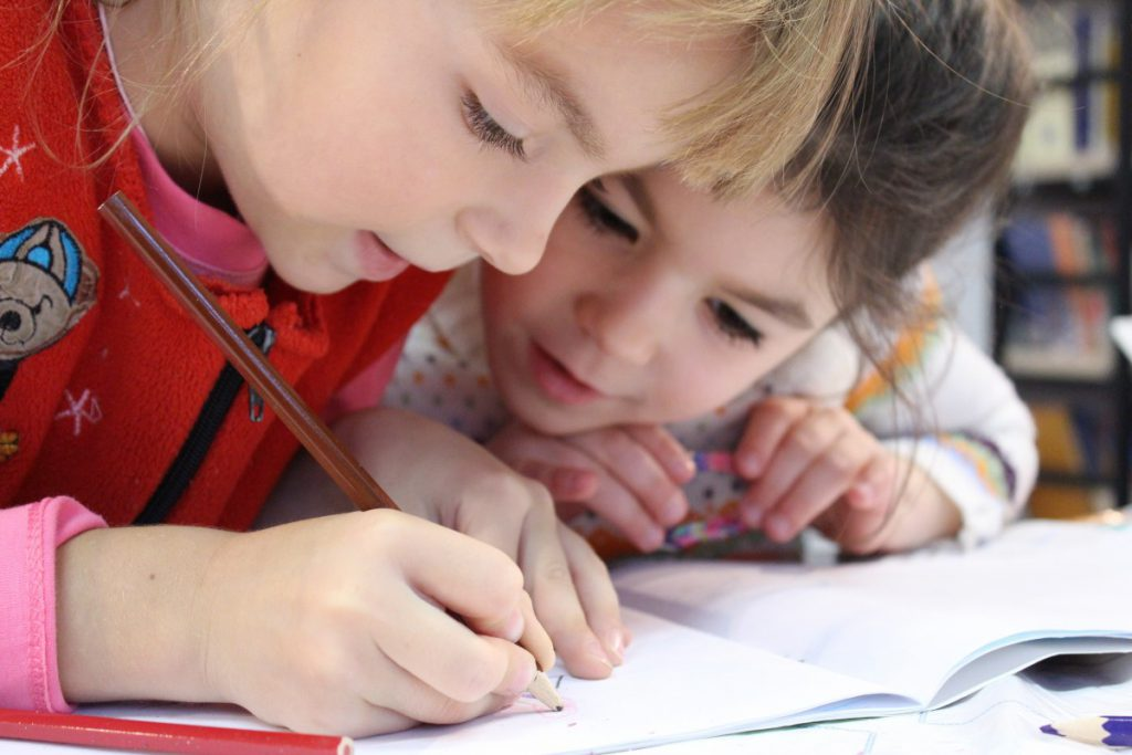 share the cost of homeschooling among several families