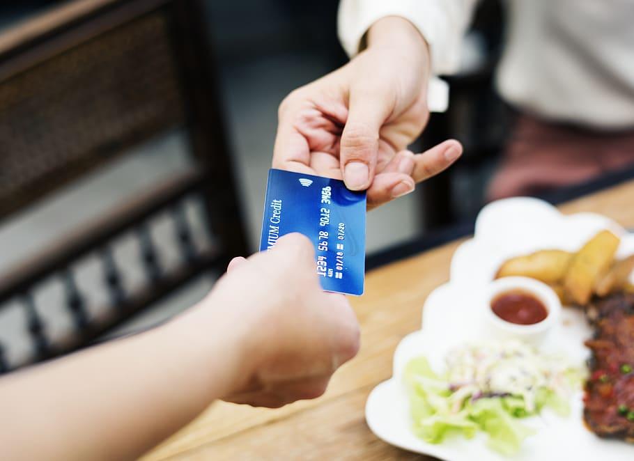 rewards credit cards save on dining